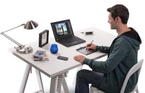 tablet-desk-view-with-artist